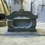 本小松石製、笠付き香炉が完成しました。