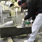 本小松石で作る外柵、幕板のクリ面加工