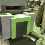 本小松石製の八寸角の石塔用水鉢の製作