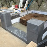 湯河原に本小松石で造るお墓、外柵の据え付け1日目