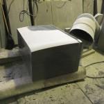 本小松石製、洋型デザイン墓石の竿石の造形加工