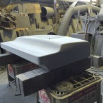 洋型デザイン墓石の台石の削り込み