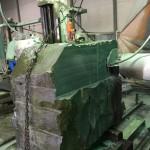本小松石のお墓造り 尺角石塔用の中台原石の切削