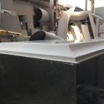 本小松石で造るお墓 尺角石塔の上台の加工「切り出し亀腹」