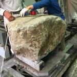 自然石墓石の台石の製作