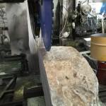 ただいま本小松石製、自然石墓石を製作しています。