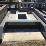 多磨霊園にて、本小松石のお墓造り。据え付け工事1日目