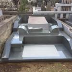 多磨霊園にて、本小松石製の洋型デザイン墓石と外柵が完成しました!