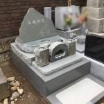 都立谷中霊園に、本小松石製の自然石墓石を建立いたしました。