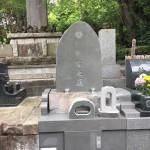 三浦市の寺院墓地に本小松石製、自然石墓石を建立しました。