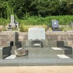 湯河原の寺院墓地に本小松石製 洋型石塔 外柵が完成しました。