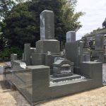 湯河原の寺院墓地に本小松石製 和型八寸角石塔と外柵が完成しました。