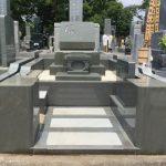 川崎市の緑ヶ丘霊園に本小松石製の洋型石塔、外柵のお墓を建立しました。