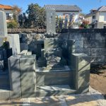 練馬区の寺院墓地に石塔、外柵ともに本小松石特級を使用したお墓を建立しました。