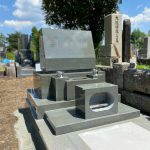 多磨霊園に本小松石製の洋型墓石と外柵のお墓を建立しました。