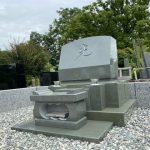 多磨霊園に本小松石製の洋型墓石を建立しました。