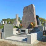 都立多磨霊園に、本小松石自然石のお墓が完成しました。自然石の力強さを感じる、存在感あるお墓