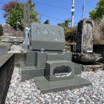 湯河原町吉浜の寺院墓地に本小松石製洋型墓石を建立しました。