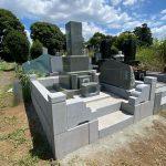 多磨霊園に本小松石製の和型九寸角石塔と本小松石(小叩き仕上げ)外柵のお墓を建立しました。