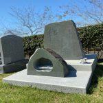 富士市森林墓園に本小松石製自然石墓石を建立しました。
